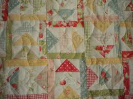 New Designs with the Flying Geese Quilt Block: Inspiration & Patterns & Quilt with Flying Geese Patter, Triangles Pointed Various Directions Adamdwight.com