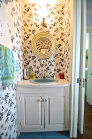 paint a sink to look new and updated without spending a dime on plumbing