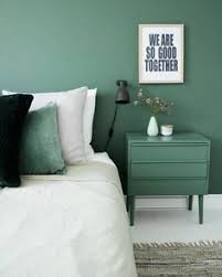 modern bedroom green. Mur Vert A Green Accent Wall With Matching Night Table And Pillow, Create Serene Mood In The Bedroom. What Other Color Ideas Do You Like For Modern Bedroom