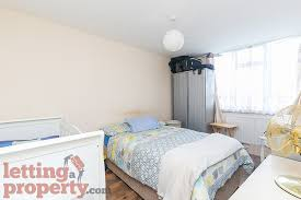 ... 2 Bedroom Unfurnished Flat To Rent On Chipka Street, London, E14 By Private  Landlord
