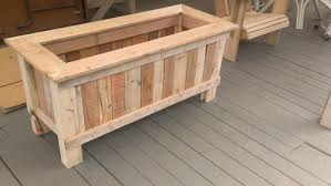 how to make a wood pallet planter 42