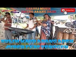 Dua jenis ansambel musik, gondang sabangunan dan gondang hasapi merupakan alat musik tradisional yang paling sering dimainkan. Gondang Arang Arang Dairi Mp3 Rumah
