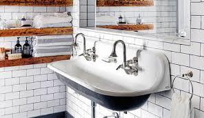 Las Estanterías Del Baño Pueden Ser Un Auténtico Caos. Las Toallas Ocupan  Una Balda Completa, A Lo Que Se Suman Todos Los Productos De Limpieza, ...