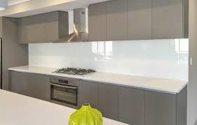white kitchen glass plashbacks