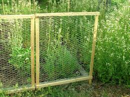 en wire fence for garden vegetable