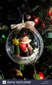 Eine Personalisierte Weihnachtskugel Mit Eine Handgefertigte