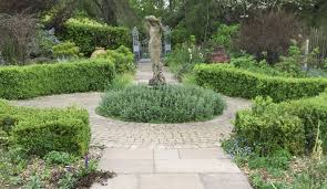 Small Picture How to design a garden circle feature Rogers Gardenstone