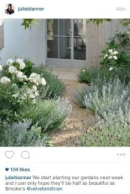 25+ unique Front gardens ideas on Pinterest   Garden design, Small ...