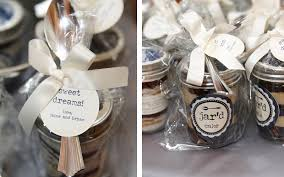 wedding favour cakes. Wedding Favor Ideas Your Guests Will Actually Want Inside Weddings