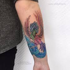 фото женской цветной татуировки на руке птица феникс жар птица