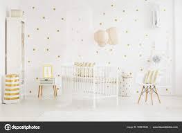 Witte Stoel Naast Babys Bed Stockfoto Photographeeeu 168818544