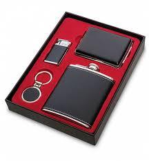 <b>Подарочный набор</b>: <b>фляжка</b> 200мл, портсигар, зажигалка, брелок