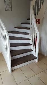 Setzstufen sind die senkrechten abschlüsse zwischen den treppenstufen, dementsprechend haben offene treppen keine setzstufen. Weisse Holztreppe Dunkle Stufen Geschlossene Variante Gedrechselte Holzstreben Treppe Haus Haus Und Wohnen Renovierung Und Einrichtung