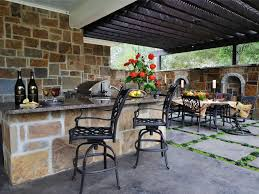 patio outdoor stone kitchen bar: stone accent outdoor kitchen and bar ideas