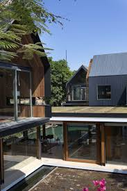 Svarga Residence by RT+Q Architects: