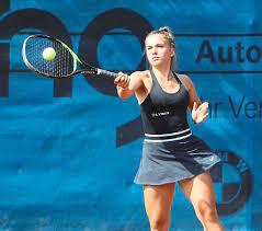 Tennis: Nachwuchstalent Mia Mack schlägt sich wacker - Sport -  Schwarzwälder Bote