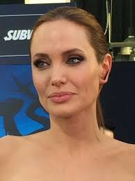 celebrity beauty angelina jolie s hair and makeup at the maleficent premiere glamour