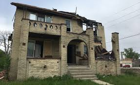 Duggan Detroit to board up every abandoned house in 2 years