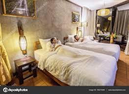 Schöne Mädchen Im Schlafzimmer Stockfoto Tipchai 150214408