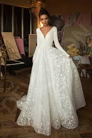 Pin by Meredith Mann on The Top Wedding Dress Trends of 2020 (2) in 2020 |  Plain wedding dress, Wedding dress trends, Elegant wedding dress