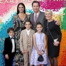 Matthew McConaughey & Camila Alves on How They're Raising Their Kids - E!  Online Deutschland