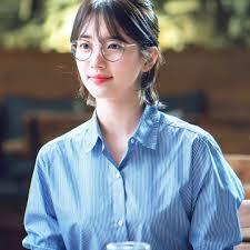 韓国人っぽさ2倍韓国女子に人気の丸メガネに合うファッション特集
