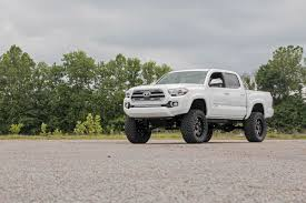 Rough Country 6-inch Suspension Lift Kit for 05-15 Toyota Tacoma ...