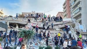 นาทีตึกถล่มทั้งหลัง แผ่นดินไหวขนาด 7.0 เขย่าตุรกี ดับแล้ว 4 'สึนามิ' ซัด  (คลิป)