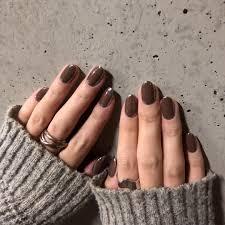 ネイル 人気な色2018秋冬シンプルなのはボルドーカーキ