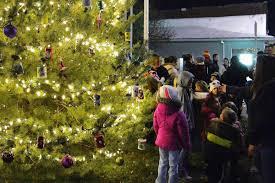 Kansas City Mayor S Christmas Tree Lighting Ceremony Daycare Kids Make Ornaments For Mayors Christmas Tree