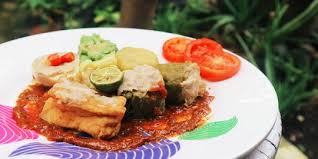 Masukkan sagu tani, daun bawang dan bumbu halus. Resep Siomay Bandung Premium Dari Ikan Tenggiri Merdeka Com