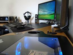 Furniture:Modern Minimalist Computer Desk With White Tone Combining Wooden  Theme Computer Desk By Combining