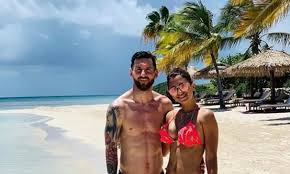 Famliy Holiday Lionel Messi Embraces Family Holiday On The Beach After