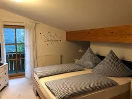Schlafzimmer Ideen Heller Boden Platzsparende Kleiderschränke