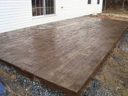 I'm loving the stamped concrete that looks like wood
