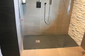 Bagno Legno Marmo : Doccia pavimento mosaico piastrelle in bagno foto