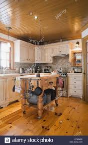 Cottage Style Kitchen Country Style Kitchen Inside A Canadiana Cottage Style Fieldstone