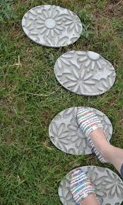 Diy Stepping Stones Diy Embossed Stepping Stones How To Make Stepping Stones Dream