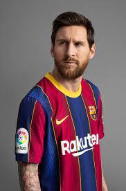 صور.. برشلونة يرد على ضياع الدوري بقميص جديد