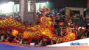 Naga raksasa di langit bengkulu. Parade Naga Bersinar Dan Naga Langit Di Pontianak
