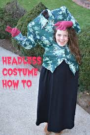 i had seen a bunch of cute headless costumes on and i thought they looked complicated but in fact it was pretty simple and totally free