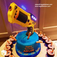 Nerf Gun Cake Nerf Dart & Tar Cupcakes