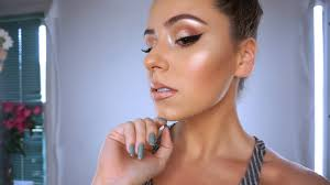 highlighters give your skin a glowing look photo too faced