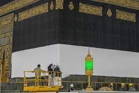 رئاسة شؤون المسجد الحرام ترفع كسوة الكعبة المشرفة استعداداً لفريضة الحج -  AlmghribAlarabi