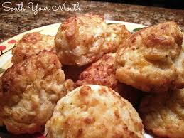 drop biscuits with garlic and cheddar just like red lobster s cheddar bay biscuits