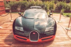 Ele tem uma grade e pneus diferenciados do veyron original. Preto E Laranja De Bugatti Veyron Imagem Editorial Imagem De Roda Moderno 33950635