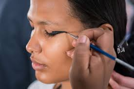maybelline new york 39 s global makeup artist charlotte willer created a strong eye look with