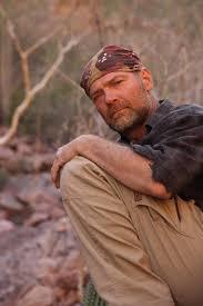 Survivorman Les Stroud 'living on hope' missing filmmaker Robert ...