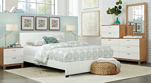 Gardenia Pecan 6 Pc Queen Bedroom With White Upholstered Bed