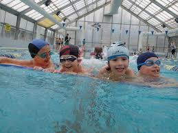 Znalezione obrazy dla zapytania dzieci pływają